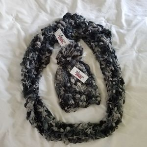 🎄FREE SHIPPING 🎄Pom Hat with Infinity Scarf